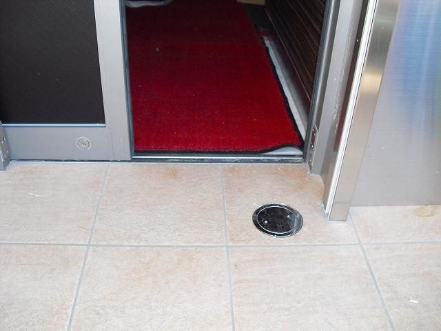止水板(防潮板)「みずどめくんJr.」の片開扉設置前