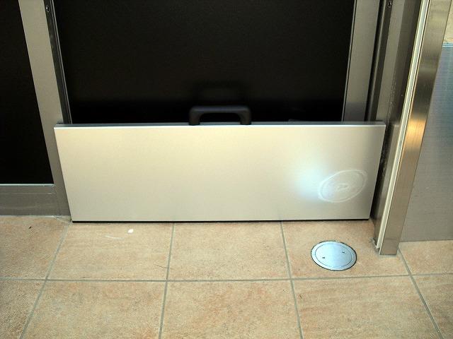 止水板(防潮板)「みずどめくんJr.」の片開自動扉設置後