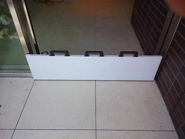 止水板(防潮板)「みずどめくんJr.」の片開自動扉へ設置後1
