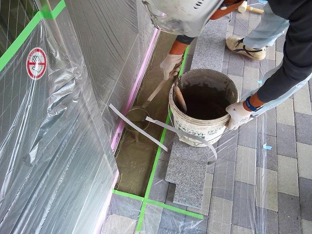 止水板(防潮板)の床面平滑処理_インターロッキングの場合_施工中5