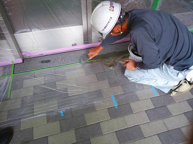 止水板(防潮板)の床面平滑処理_インターロッキングの場合_施工中6