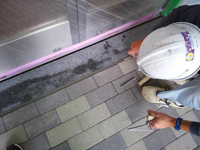 止水板(防潮板)の床面平滑処理_インターロッキングの場合_施工中7