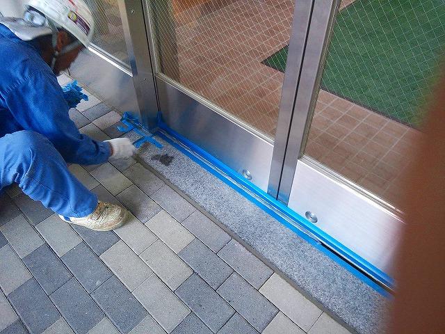 止水板(防潮板)の床面平滑処理_インターロッキングの場合_施工中8