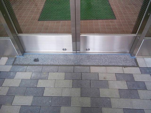 止水板(防潮板)の床面平滑処理_インターロッキングの場合_施工後1