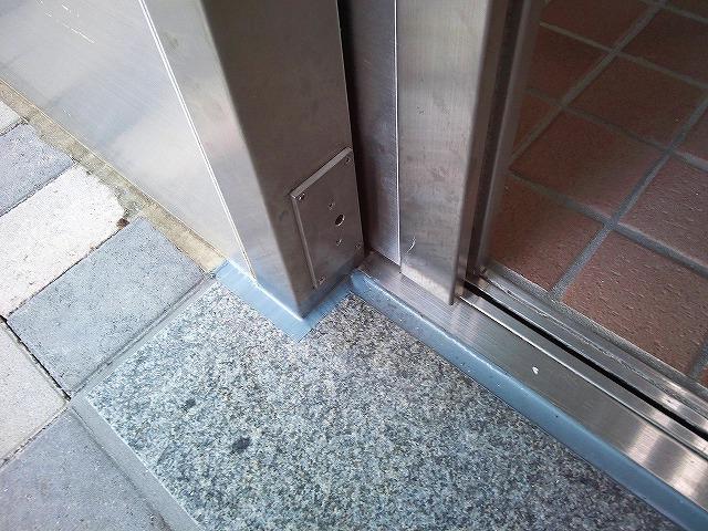 止水板(防潮板)の床面平滑処理_インターロッキングの場合_施工後2