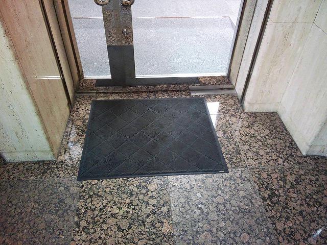 止水板(防潮板)の床面平滑処理_石目地(狭)の場合_施工前