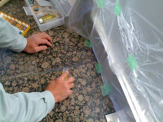 止水板(防潮板)のエポキシパテでの石目地平滑化処理