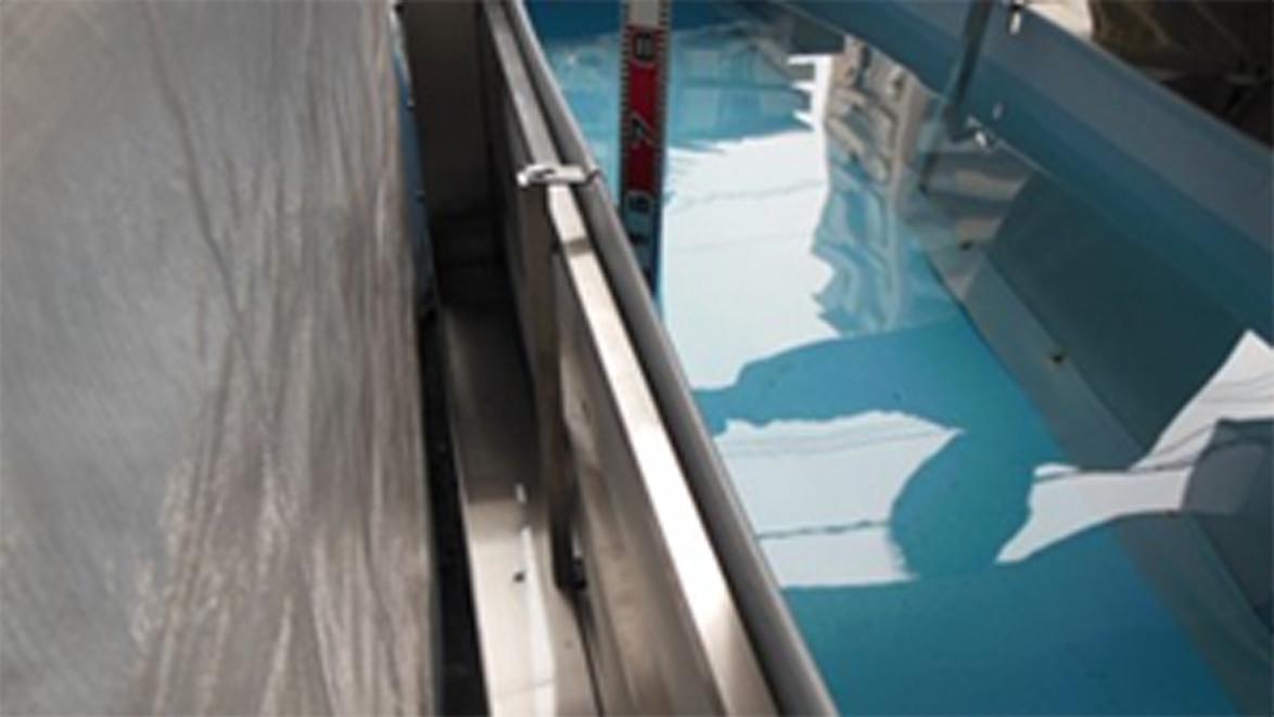 脱着式止水シートの(背面)漏水無しを確認